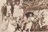 Гашек (справа) и Львова в Липнице. Июнь, 1922.