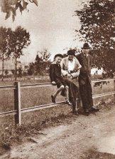 Гашек с Ярмилой и сыном Рихардом. 1921.