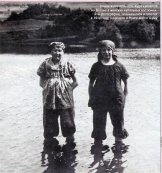 Гашек и З. Кудей в женском платье. Новый Яхимов, 1912